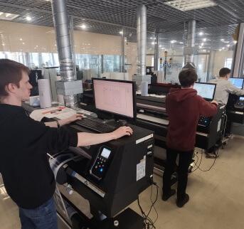 Печать на пленке<br>и других материалах